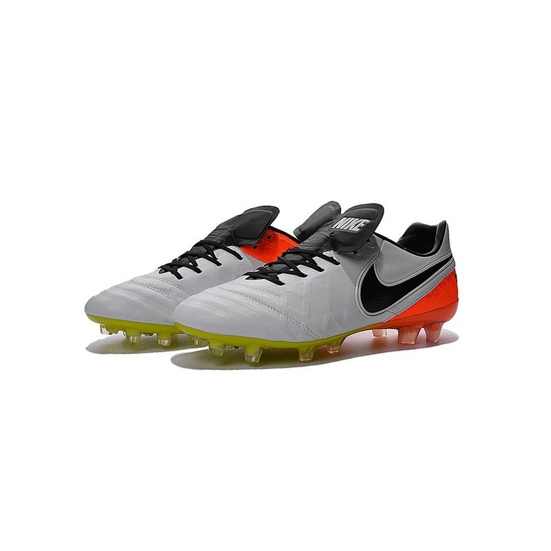 chaussures nike tiempo legend 6 fg pas cher blanc noir orange total volt. Black Bedroom Furniture Sets. Home Design Ideas